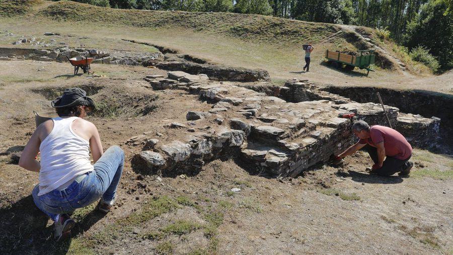 Novas excavacións no Castro de Viladonga