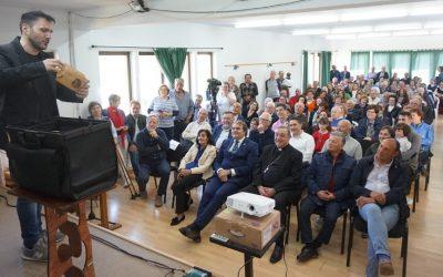 Castro de Rei rendiu unha multitudinaria homenaxe a Xosé Manuel Carballo, que xa lle dá nome ao teleclub local
